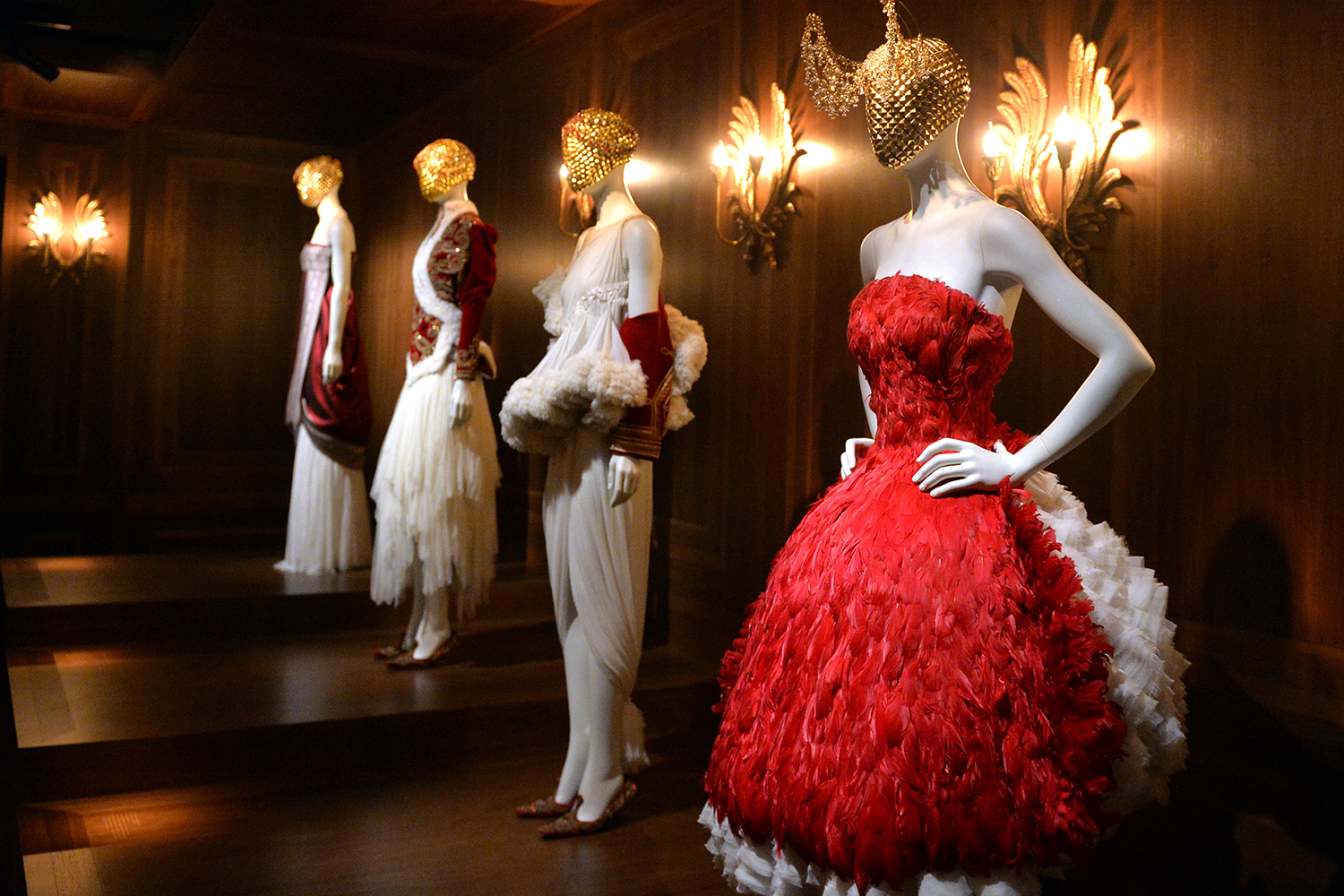 Savage Beauty 2015 ALEXANDER MCQUEEN exhibition