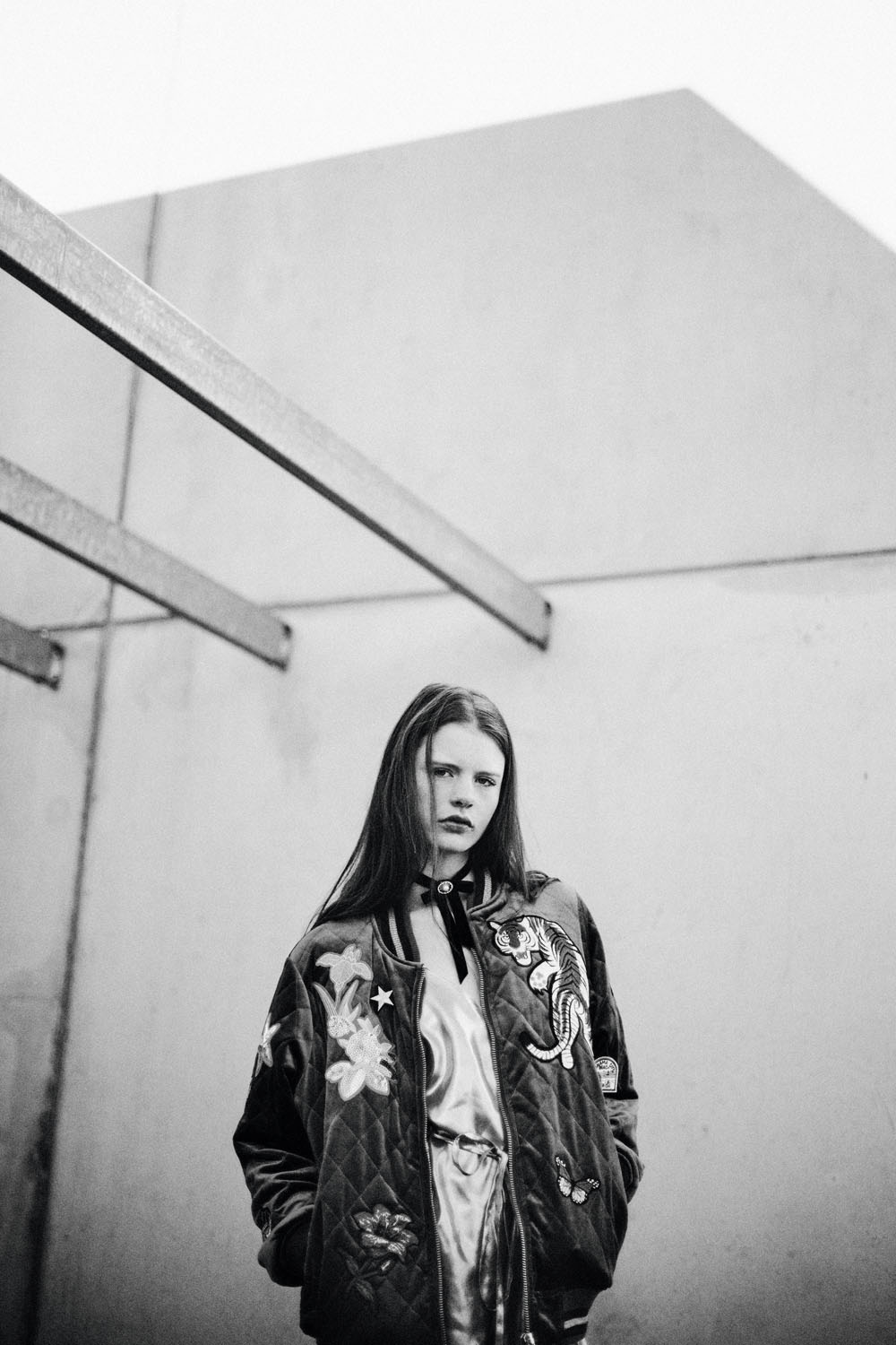 Monochrome moments by Veronika Bures for CHASSEUR MAGAZINE (10)