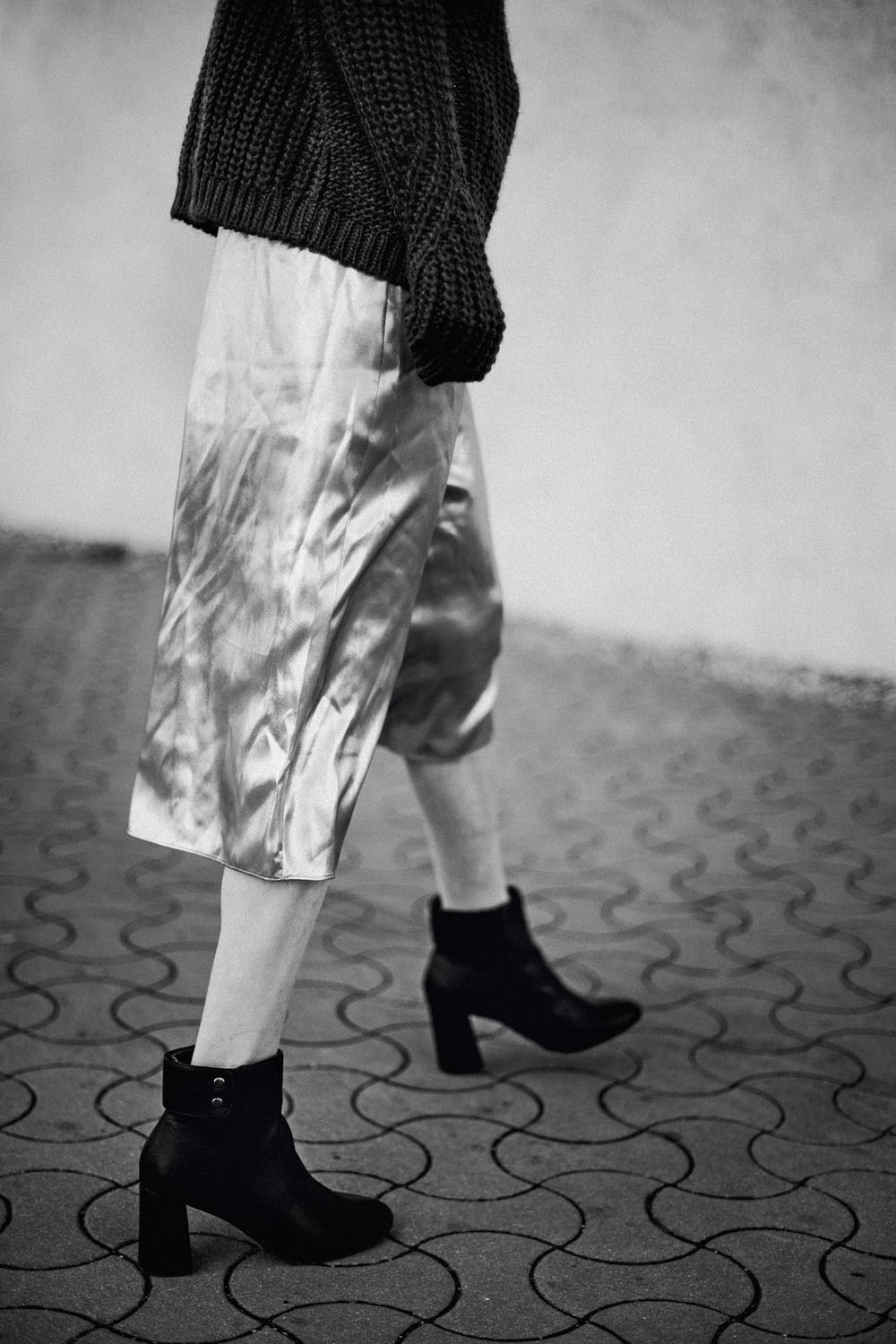 Monochrome moments by Veronika Bures for CHASSEUR MAGAZINE (11)