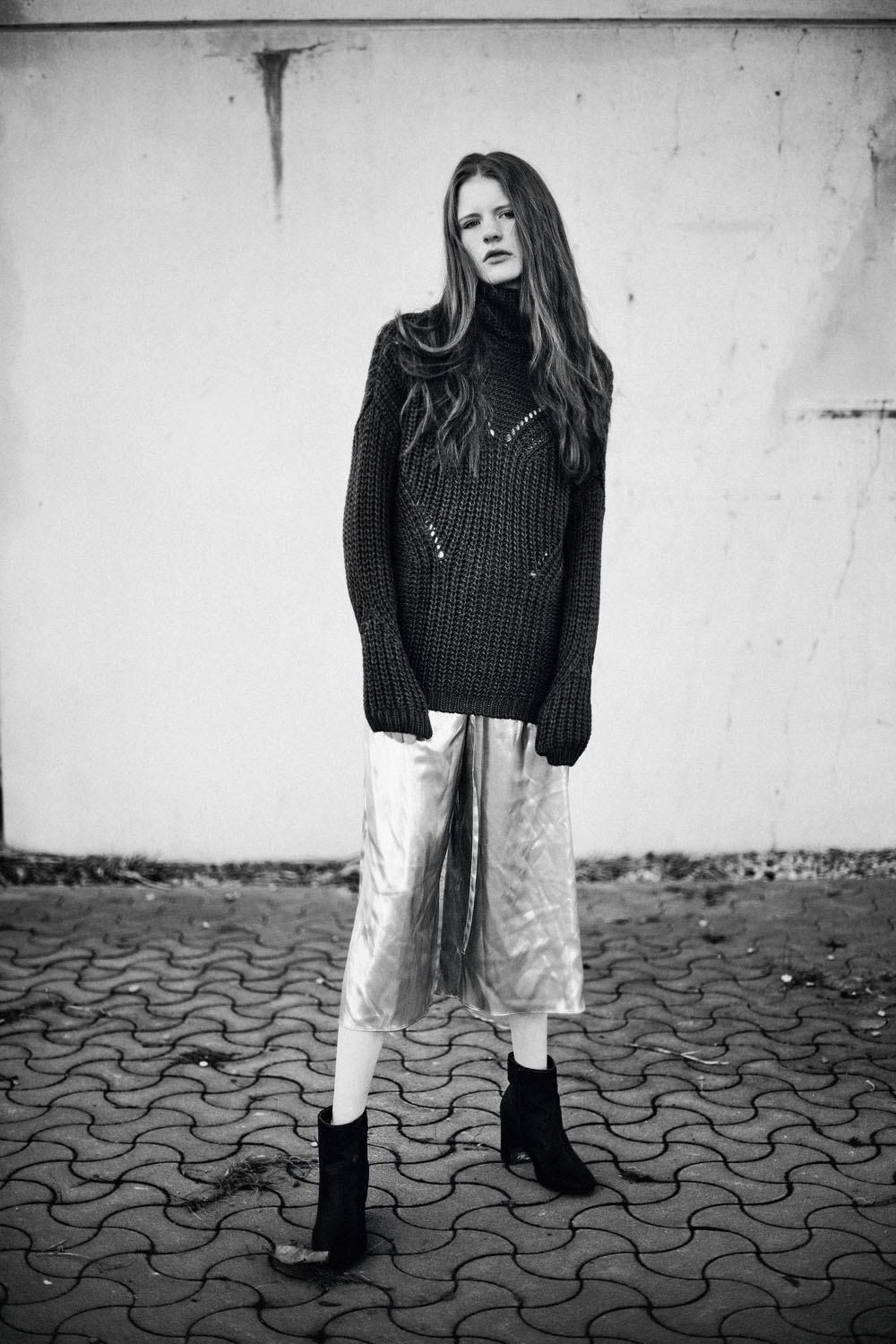 Monochrome moments by Veronika Bures for CHASSEUR MAGAZINE (12)