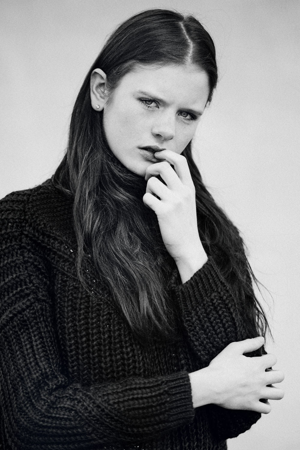 Monochrome moments by Veronika Bures for CHASSEUR MAGAZINE (7)